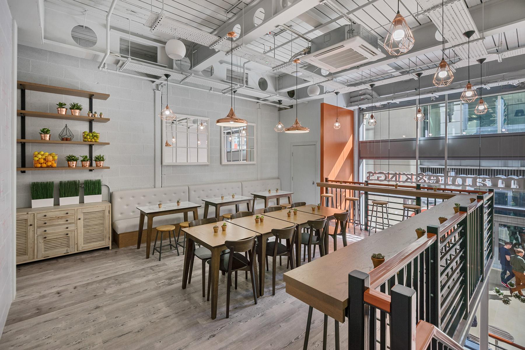 AE-Maple & King's-Restaurant-sitting